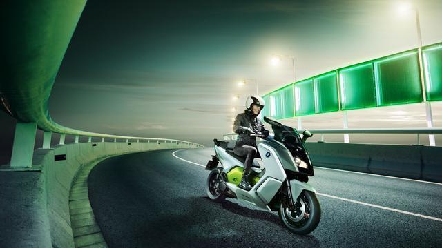 全球首辆飞翔摩托车Speeder承受预订 需持飞翔驾照!