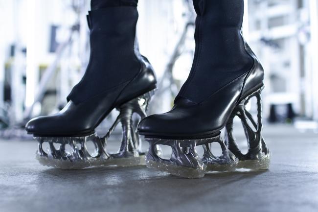 日本公司3D打印高跟鞋 生成设计金属鞋底