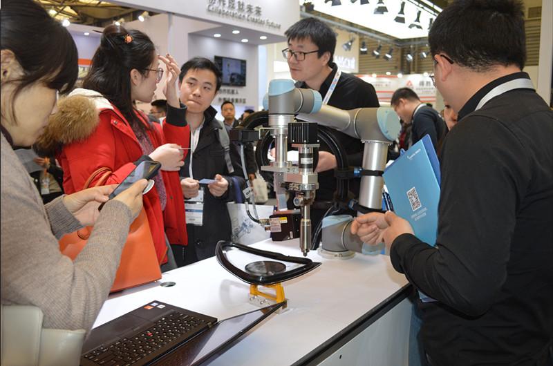 优傲机器人亮相慕尼黑上海电子生产设备展 推动协作机器人的3C产业应用