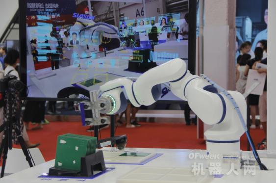中国国产机器人企业携最前沿科技闪耀汉诺威工博会
