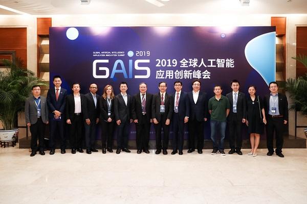 鲲云亮剑发布全球首款基于数据流技术的通用AI底层CAISA架构