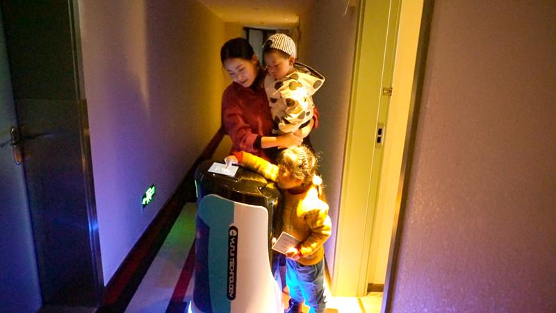 降本增收 看云迹酒店机器人如何变身酒店新宠