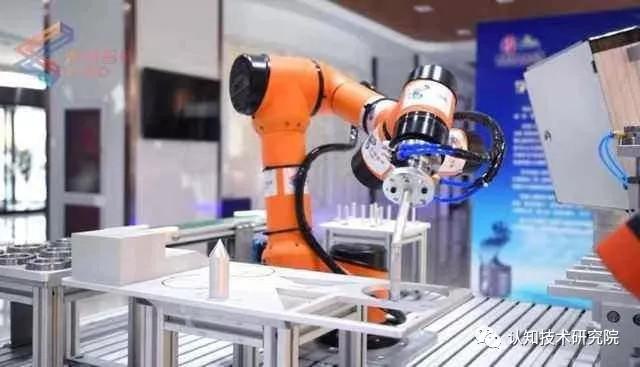 微链科技投入十亿研发机器视觉 69800元3D结构光视觉赋能遨博协作机器人