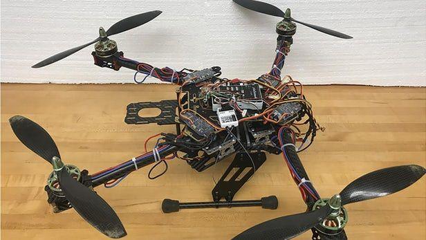 科学家研发出通过折叠臂改善飞行的无人机