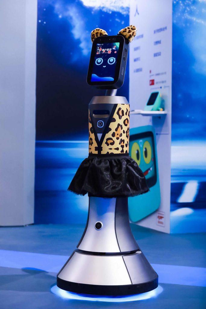 """猎户星空王兵:可靠又便宜?什么样的服务机器人""""真有用"""""""