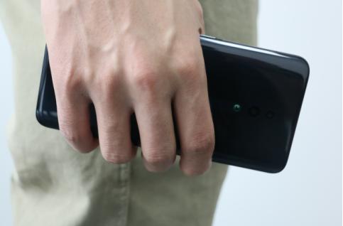 OPPO Reno评测:全景屏+极窄边框就像握着一块屏幕
