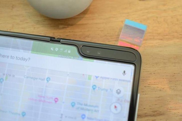 Galaxy Fold屏幕有多脆弱?AT&T运营商提示:别碰顶部保护膜,屏幕会坏