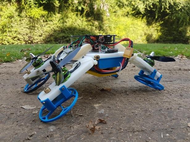 无人机使用旋转的螺旋桨臂 撞到地面时可成机器人车