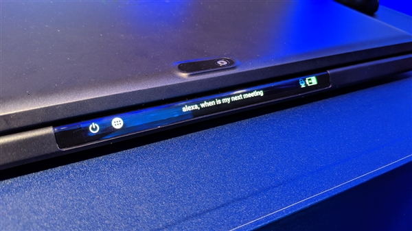 Intel展出神秘原型机:触控板变身OLED屏幕