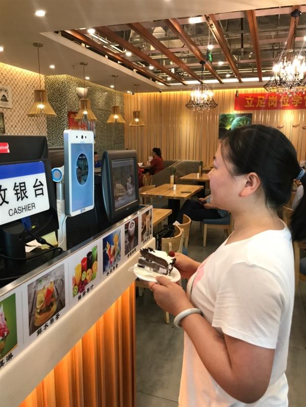 首个能靠脸吃饭的机场来了!郑州机场率先实现支付宝刷脸支付