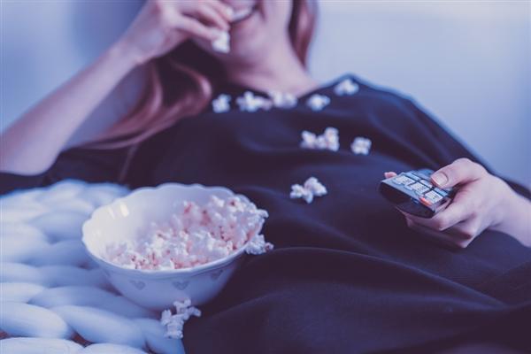 有线电视凉凉:美国用户手机时间将首次超过看电视
