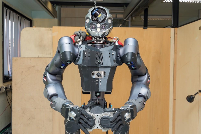 """日本首套消防机器人已上线  深入了解一下机器人中的""""特种兵"""""""