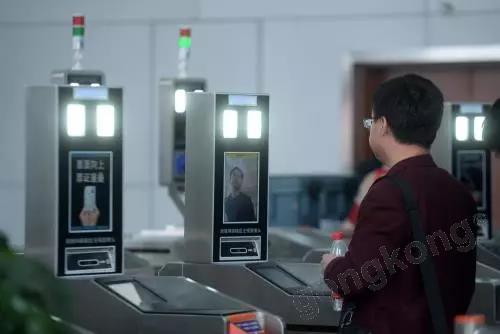 我国首条无人驾驶高铁!配有机器人服务,你想体验吗?