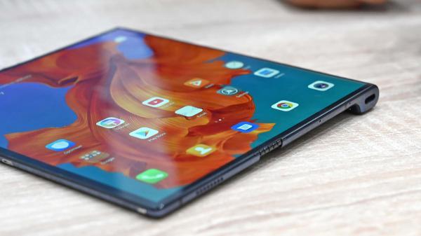 17500的华为Mate X折叠手机比想象的更令人兴奋