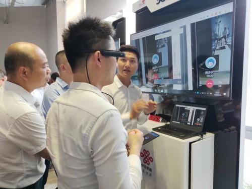 """从MWC上海到广州白云机场 中国联通携手悉见""""千里眼""""实现5G远程指导"""