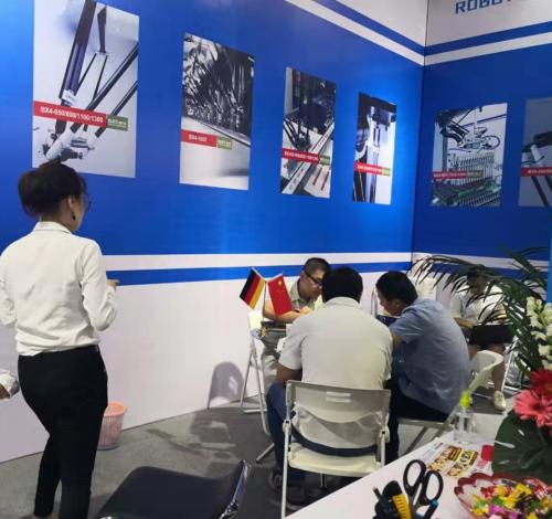 博力实携最先进并联机器人,亮相第8届中国国际机器人展