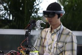 体验未来黑科技!BCI脑控机器人亮相2019世界机器人大赛总决赛
