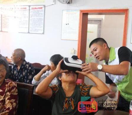 村民带上了VR眼镜:我们村便民服务中心原来长这样