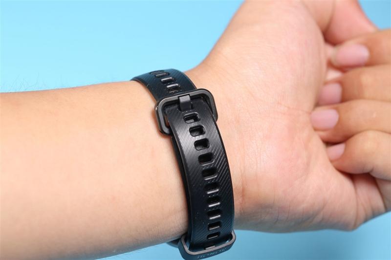 荣耀手环5抢先评测:能测血氧的手环有什么不同