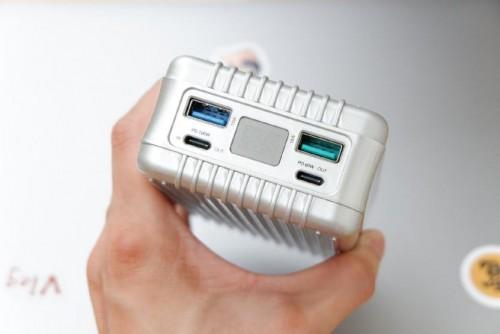 SuperTank大容量移动电源:谱写高端移动电源新篇章