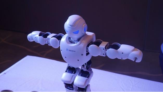 """缺少一个运动脑,机器人只能是""""人工智障"""""""