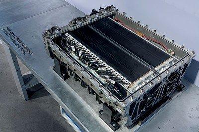 固态锂电池、氢燃料电池二者争锋, 新能源汽车布局该何去何从