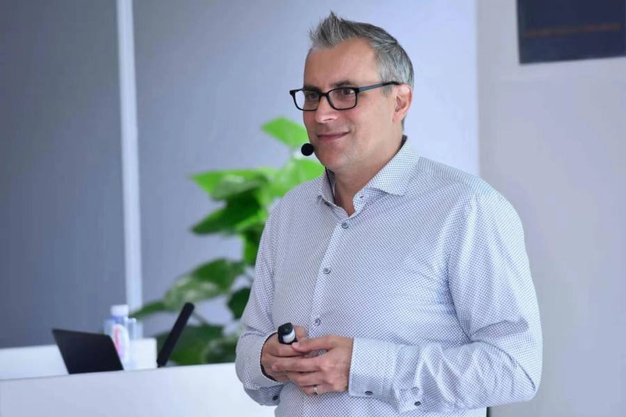 Adam Fitzgerald:初创企业推动云计算落地,AWS要反哺其成长