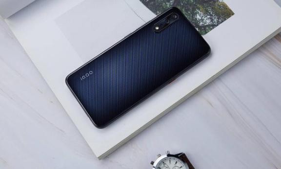 后置、前置、侧面、屏下指纹 你喜欢哪一款手机