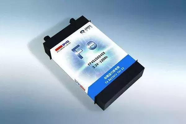 比亚迪明年推新铁锂电池:体积能量密度升50%,寿命120万公里,成本降30%