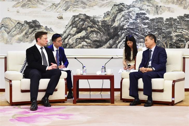 工信部副部长辛国斌会见马斯克,就特斯拉上海工厂等交换意见