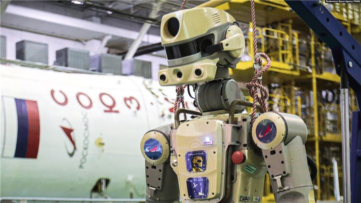 """俄罗斯机器人宇航员发推特:""""人类宇航员用锤子威胁我"""""""
