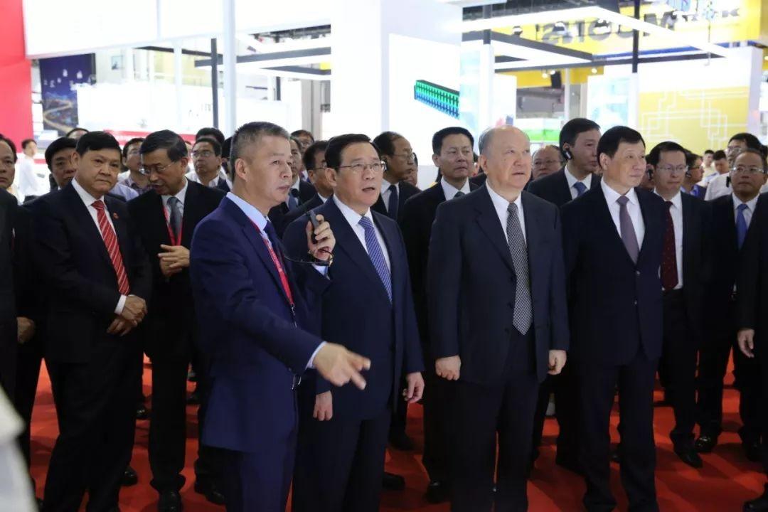 中央政治局委员、上海市委书记李强参观上海工博会 莅临英威腾展台