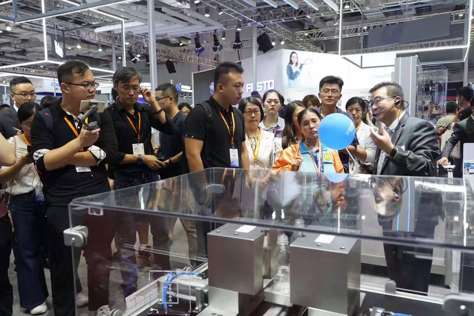 从上海工博会看机器人新趋势:产品和服务才是机器人企业突破重围的利器