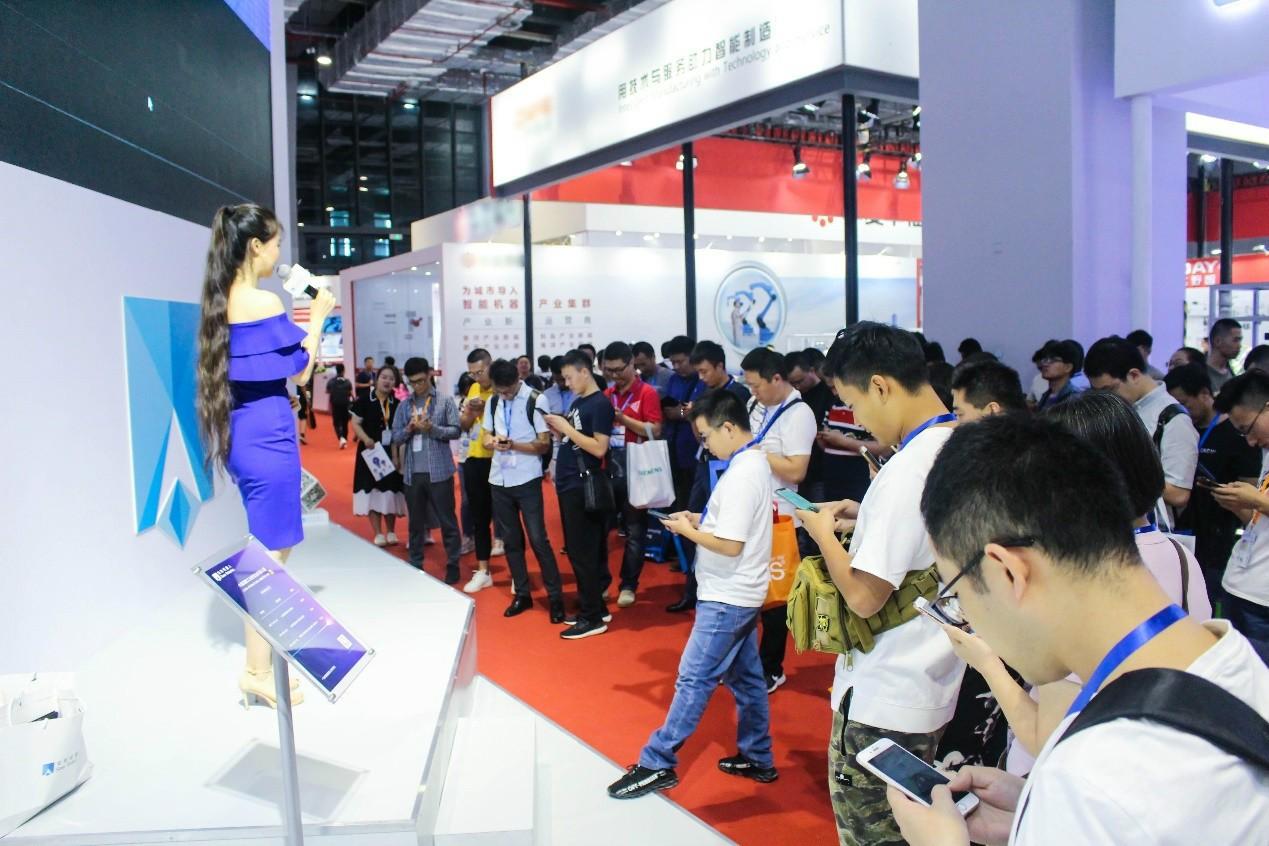 """2019工博会,仙知机器人如何做到""""技""""压群雄,众人围观?"""