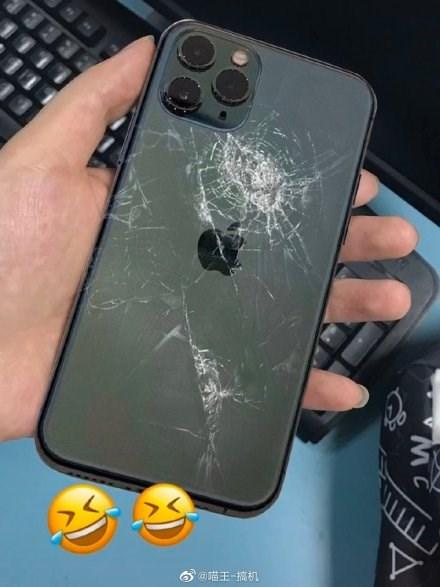 最硬玻璃也拦不住:多部苹果iPho