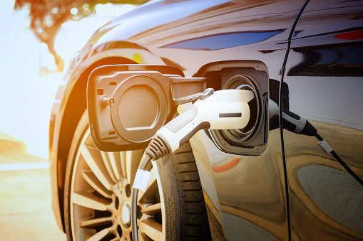 世界第一辆商用太阳能电池汽车 不充电就能运行30天