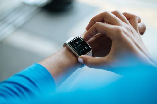 可穿戴设备厂商Fitbit最好的归宿是谁?谷歌还是亚马逊