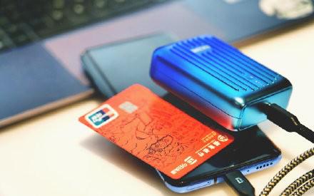 充电宝可以带上飞机吗?比信用卡更小的SuperMini轻松上机
