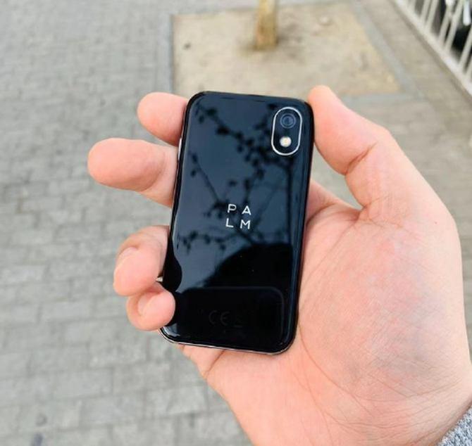 TCL公司新手机正式入网:3.3寸迷你显示屏分辨率高达720P