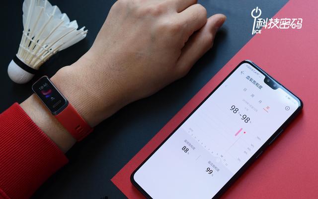 华为手环4体验:集便携USB即插充电和全面健康监测于一体