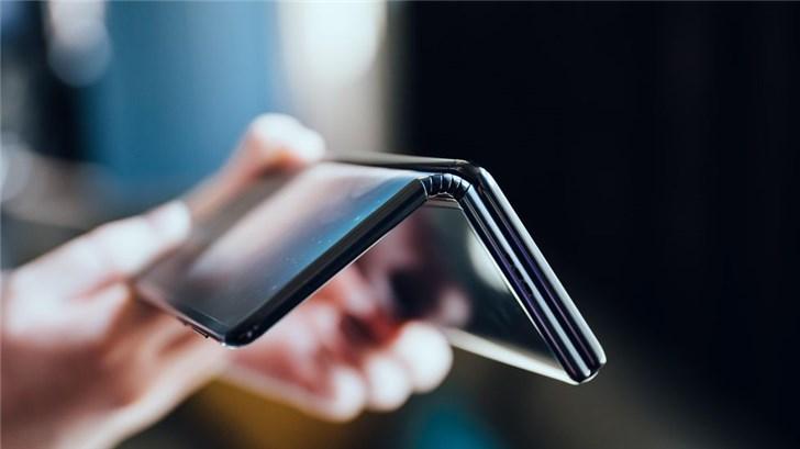 TCL可折叠手机公布:三折叠,可变身10英寸平板电脑