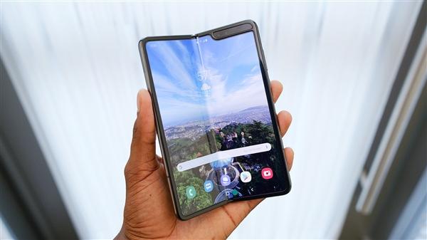 Galaxy Fold 2?三星展示下一代可折叠手机:可上下翻折