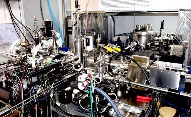 """""""基于可调谐深紫外激光光源的近常压光发射电子显微镜的研制""""项目顺利通过现场测试验收"""