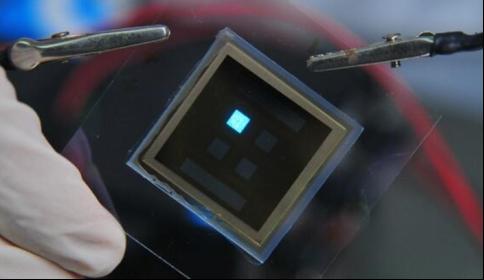 一个简单的滤镜可将蓝色O平安彩票开奖直播网变成罕见的白光