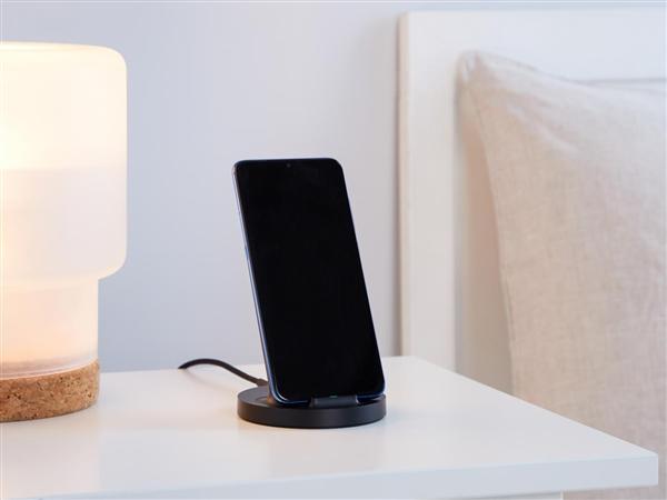 小米立式无线充电器开卖:20W无线快充 横竖皆可用