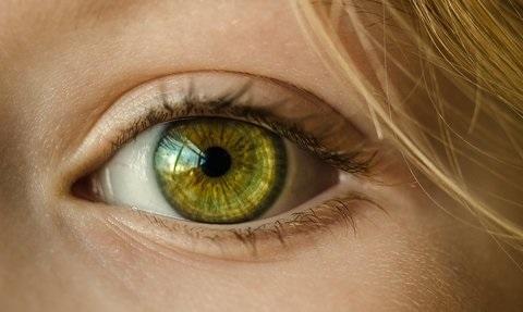 FDA批准首款用于减缓儿童近视的隐形眼镜