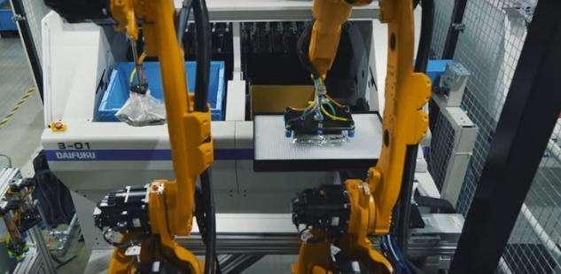 优衣库工厂引进可挑选T恤的机器人