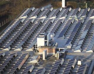 7家門店因太陽能板起火 沃爾瑪狀告特斯拉
