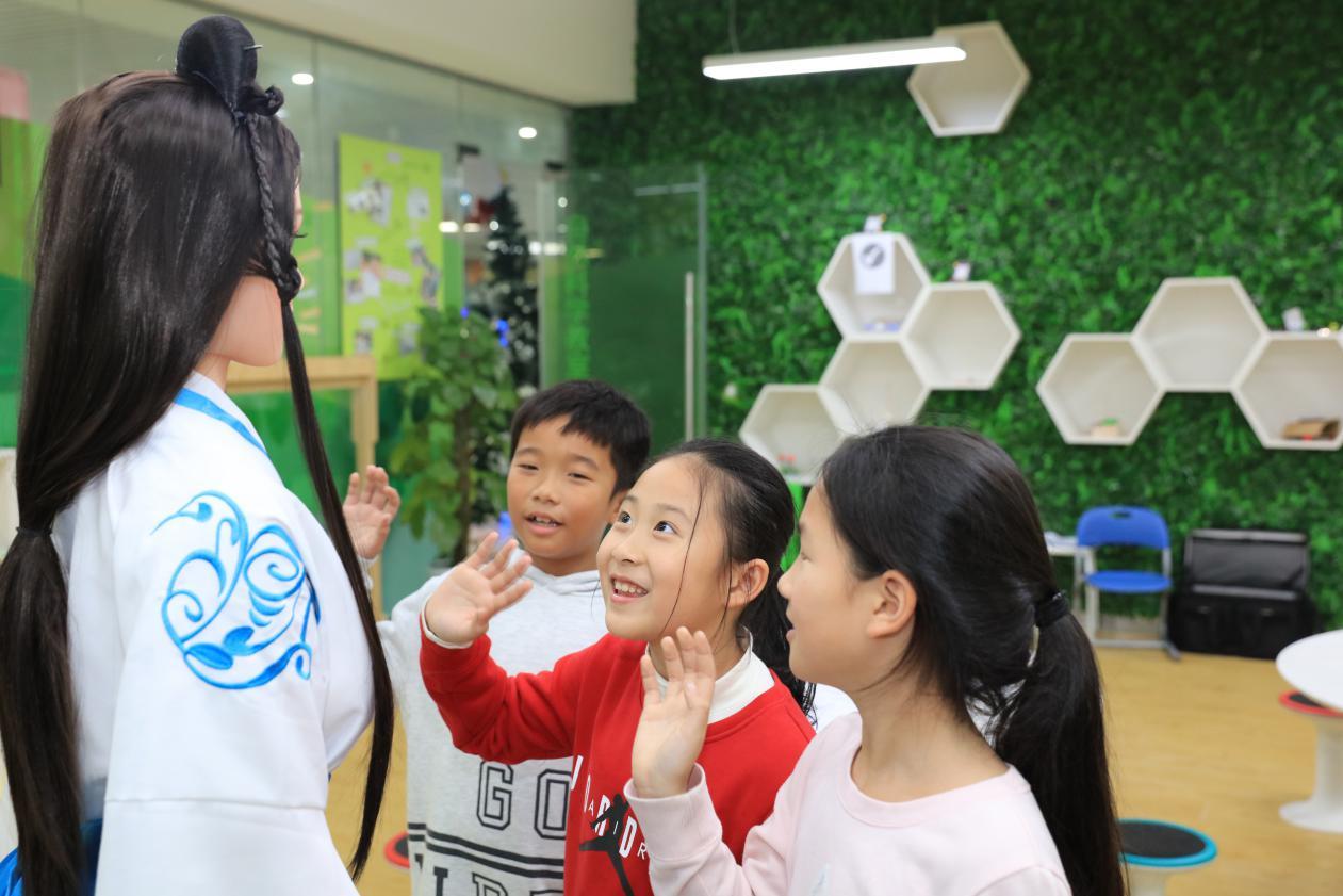 网龙AI教育机器人首进课堂 引领未来教育产业变革风向