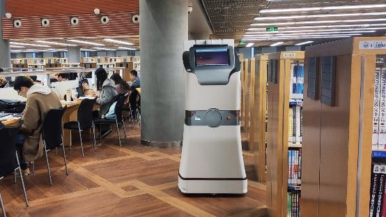 图客机器人上岗同济大学图书馆 中国制造开启智能盘点时代